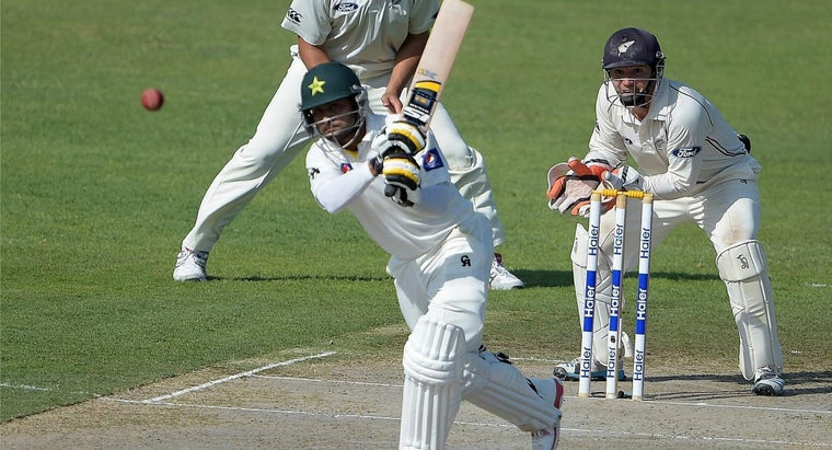 What Are the Basic Rules for Cricket?