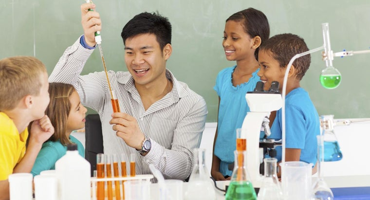 How Do You Become Licensed As a Science Teacher?