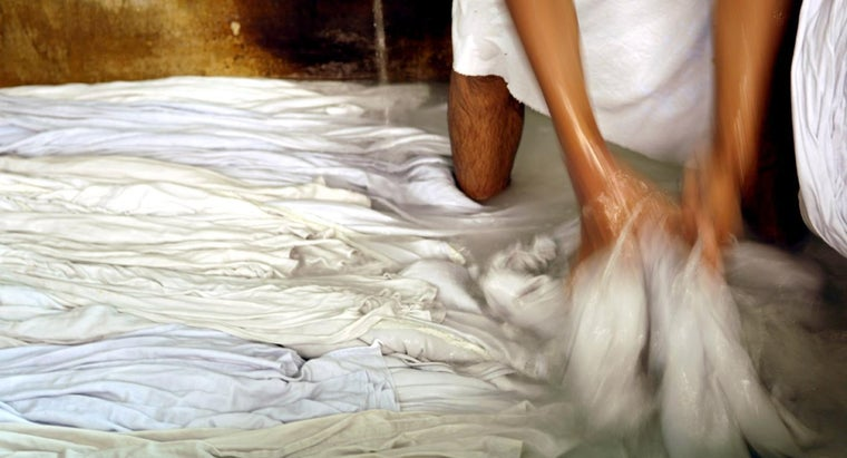 How Do You Bleach Sheets Safely?