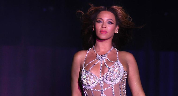 How Can I Apply Beyonce Knowles' Makeup?