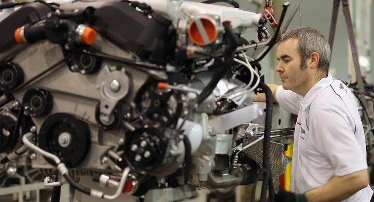 How Can the Carburetor Be Adjusted on a Tecumseh Engine?