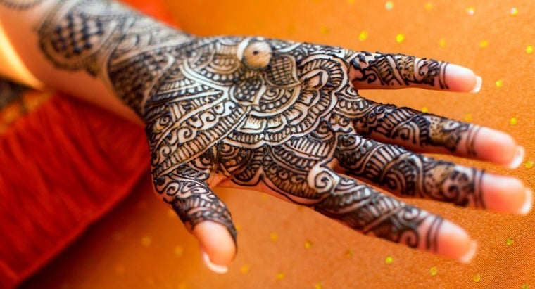 How Can You Make Your Own Henna Paste?