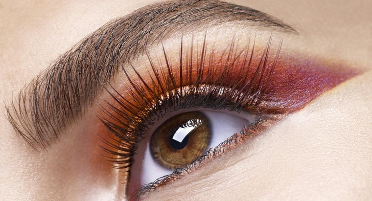 How Can a Person Remove Eyelash Extensions?