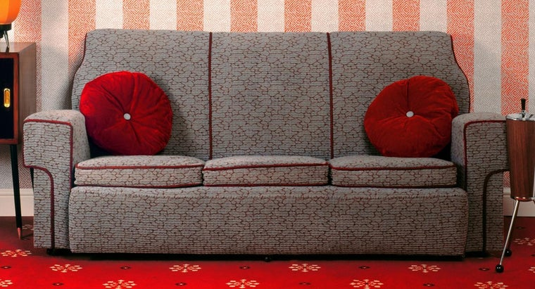 How Can a Polyester Couch Be Cleaned?