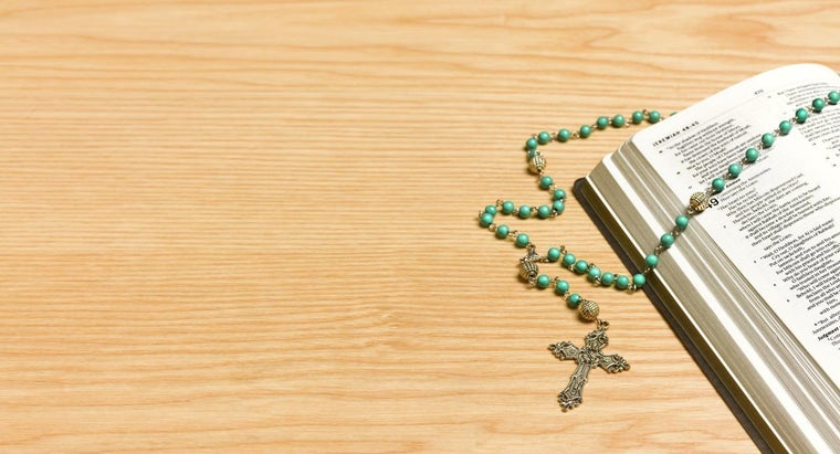 Where Can You Find Printable Instructions on How to Pray the Catholic Rosary?