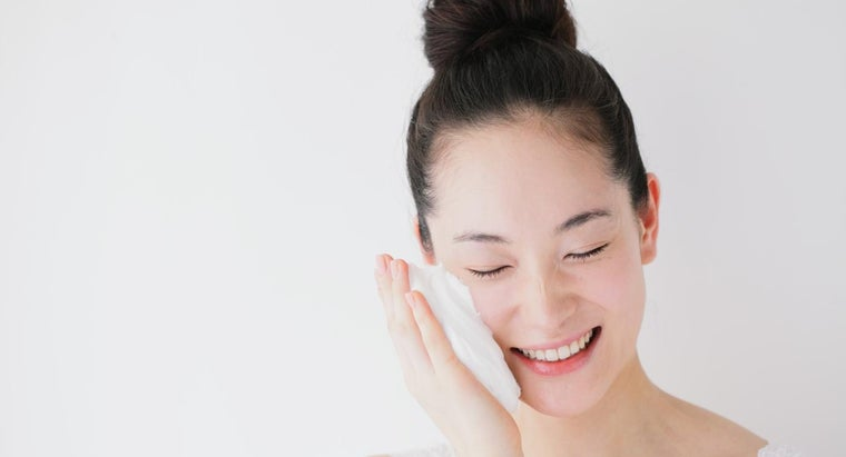 How Can You Get Rid of Dry Skin on Your Face?