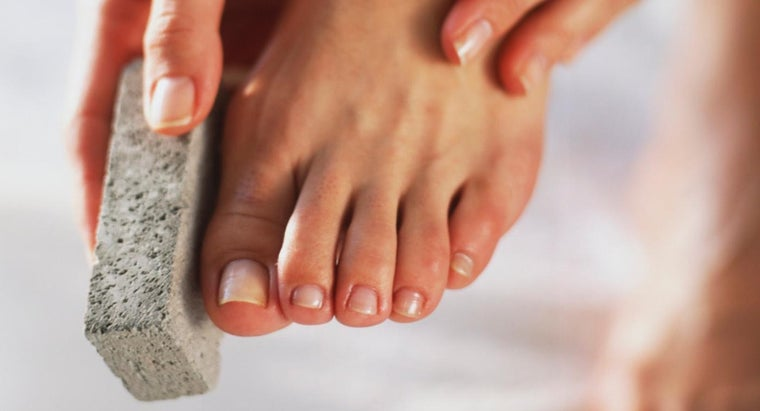 How Can a Scrubber Remove Dead Skin on the Foot?