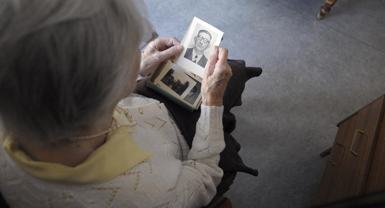 Where Can You Find Support Groups for Alzheimer's in Your Area?