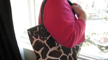How Can You Tell If a Dooney & Bourke Handbag Is Real?