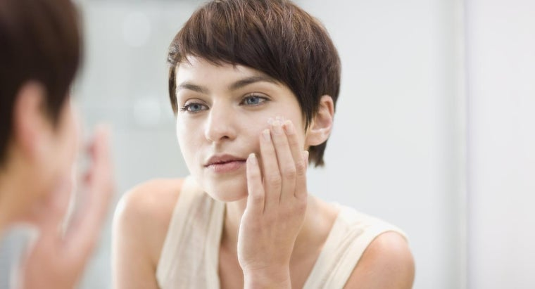 What Causes Clogged Pores on the Nose?