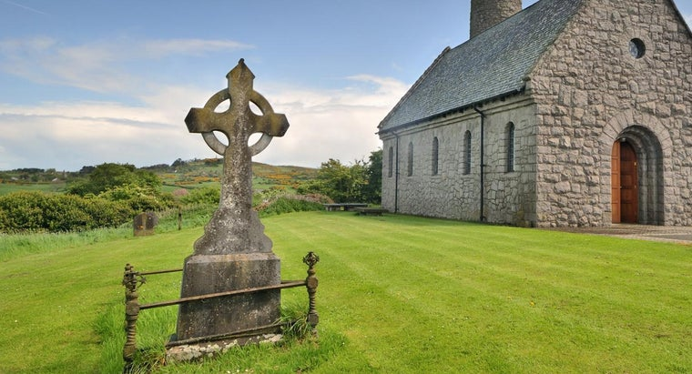 What Does the Celtic Cross Symbolize?