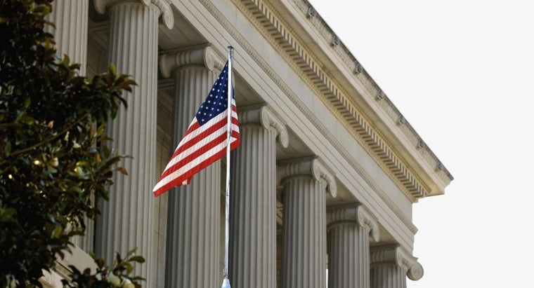What Are the Characteristics of a Federal Government?