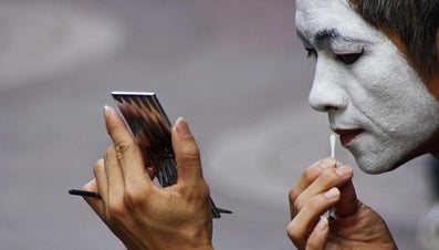 Why Do Chinese Women Paint Their Faces White?