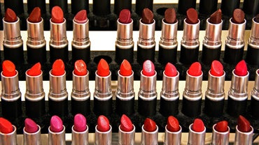 How Do You Choose the Right Lipstick Shade?
