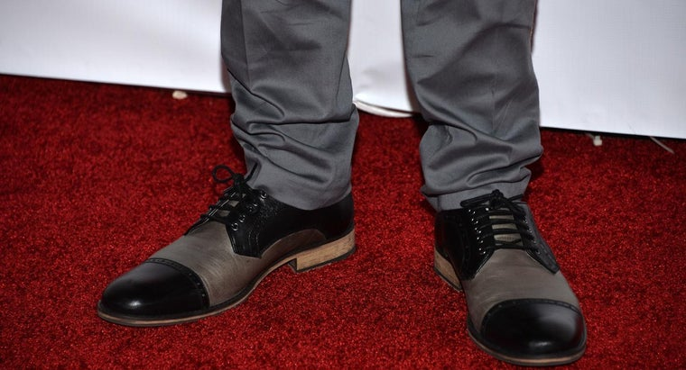 What Color Shoes Go Well With Grey Pants?