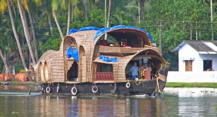 What Companies Sell Construction Plans for Mini Houseboats?