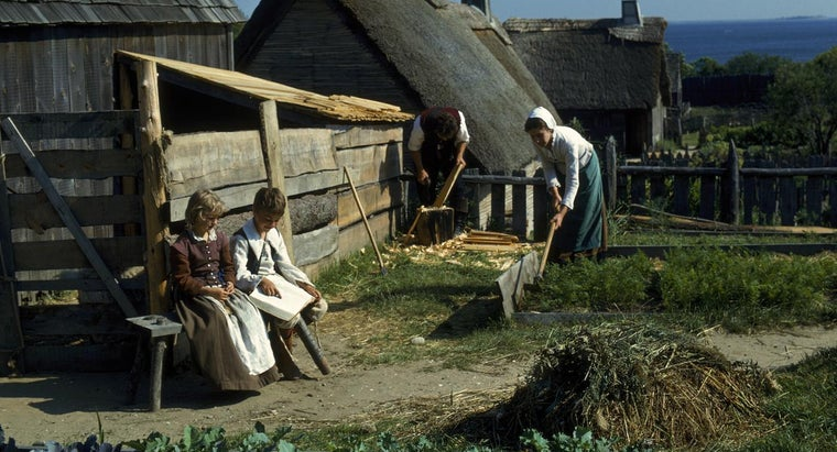 What Cooking Tools Did the Pilgrims Use During Colonial Times?