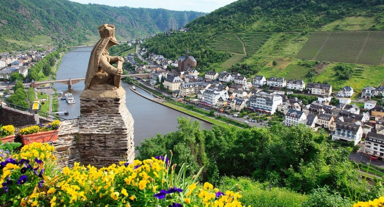 Which Countries Does the River Rhine Flow Through?