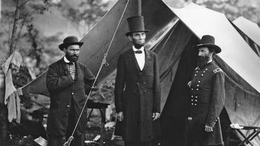 Why Did Abraham Lincoln Wear a Tall Hat?