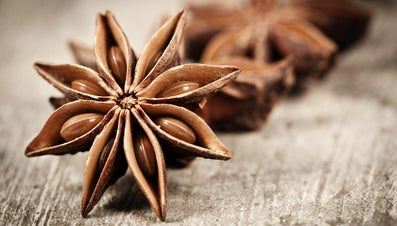What Is the Difference Between Anise Oil and Anise Extract?