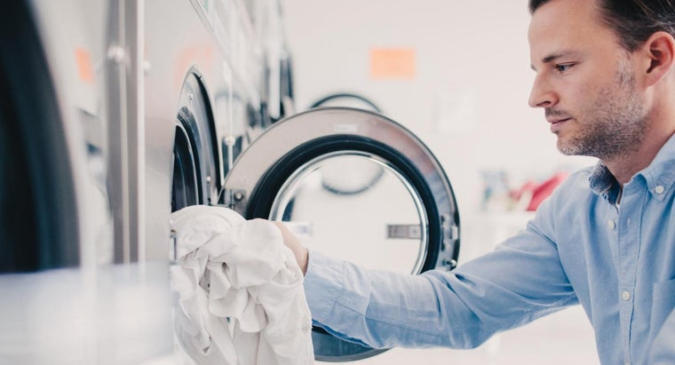 """What Is the Difference Between the """"cotton/normal"""" and """"permanent Press"""" Settings on a Washer?"""