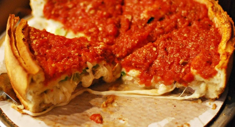 What Is the Difference Between Pan Pizza Crust & Deep Dish Pizza Crust?