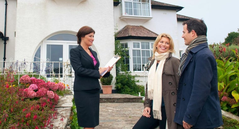 What Is the Difference Between a Real Estate Broker Vs. an Agent?