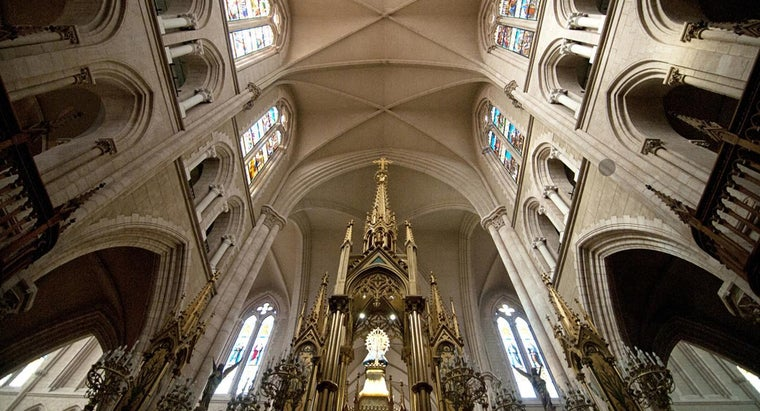 what is the difference between a vaulted and cathedral ceiling. Black Bedroom Furniture Sets. Home Design Ideas