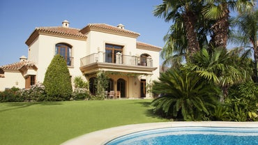 What Is the Difference Between a Villa and a House?