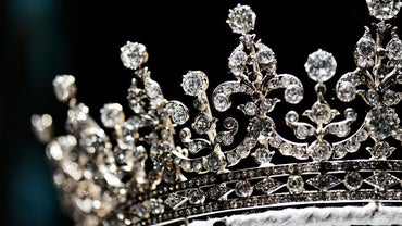 What Are Some Disadvantages of a Constitutional Monarchy?