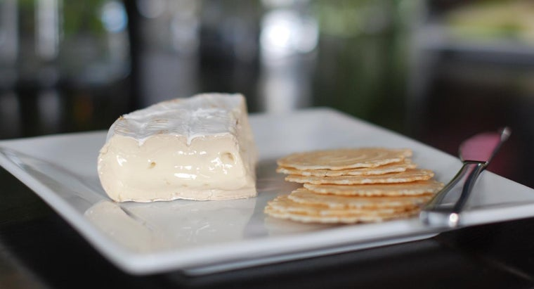 What Is a Good Way to Remove the Rind From Brie Cheese?