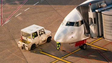 What Are the Duties of an Airline Ground Staff?