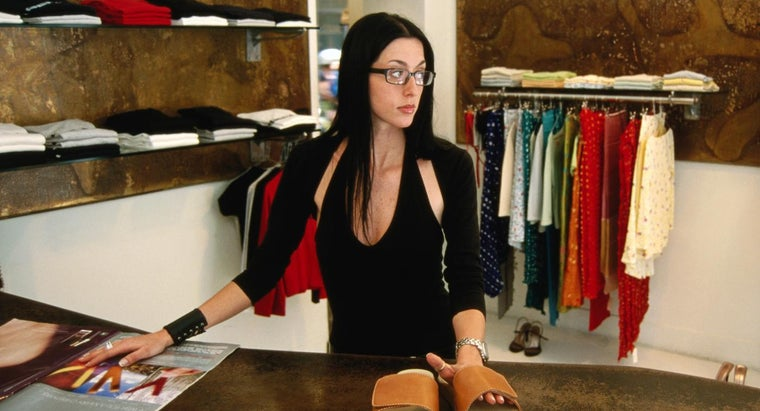 What Are the Duties and Responsibilities of a Saleslady?