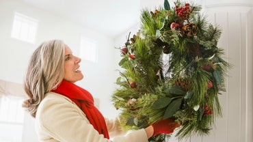 What Are Easy Christmas Crafts for Adults?
