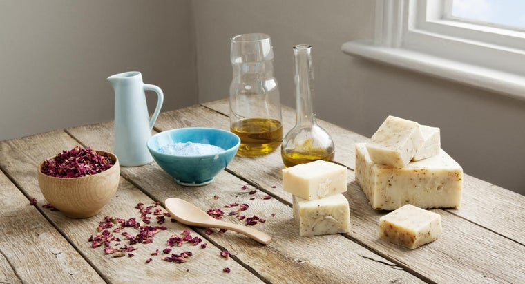 What Is an Easy, Inexpensive Soap Recipe for Beginners?