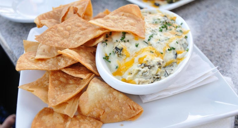 What Is an Easy Spinach Dip Recipe?