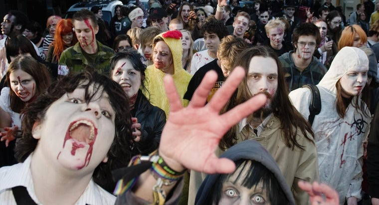 What Are Examples of the Best Weapons for a Zombie Apocalypse?