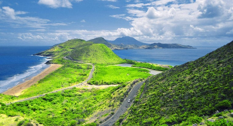 What Are Four Countries That Possess Islands in the Caribbean Sea?