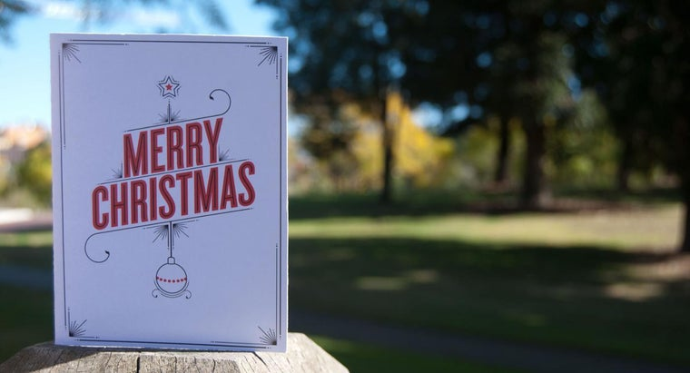 What Are Funny Christmas Card Sayings?
