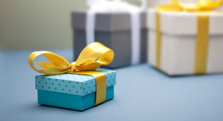 What Gift Is Best for a 19th Wedding Anniversary?