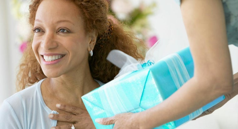 What Is the Best Gift to Buy for My Mother on Her Birthday?
