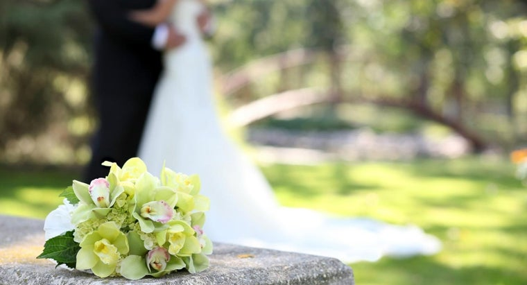 What Are Some Gift Ideas for Your 28th Wedding Anniversary?