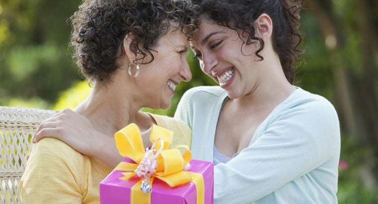What Is a Good 50th Birthday Gift for a Mom?