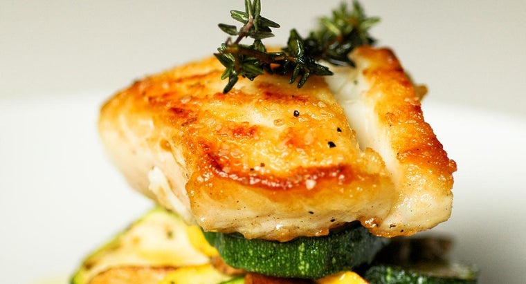 What Are Good Accompaniments for Baked Halibut Steaks?