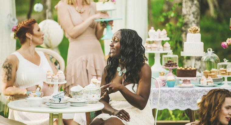 What Are Some Good Bridal Shower Prizes?