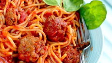 What Is a Good Side Dish With Spaghetti?