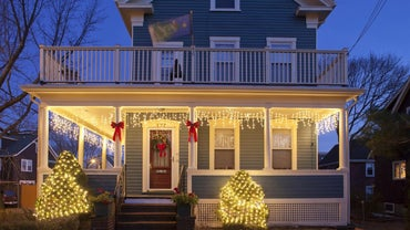 How Do You Hang Christmas Lights on Vinyl Siding?
