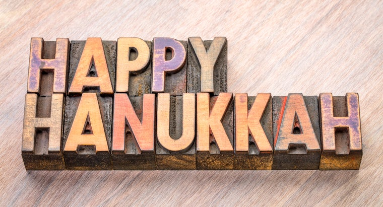 What Should Someone Write in a Hanukkah Card?