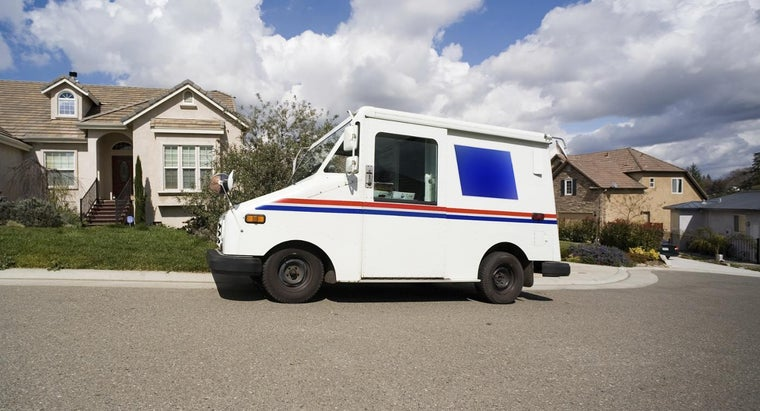 What Is the Hourly Pay of a Casual Mail Handler in a USPS Distribution Center?