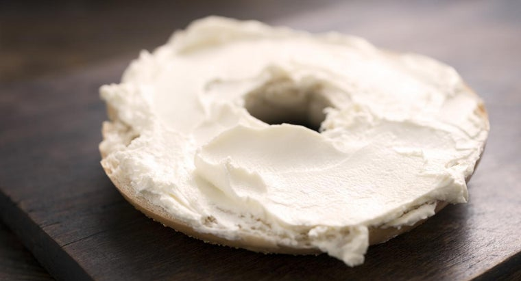 How Many Calories in a Bagel With Cream Cheese?